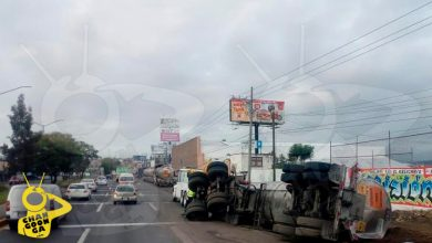 Photo of #Michoacán Pipa De Doble Remolque Vuelca En La Carretera Morelia-Salamanca