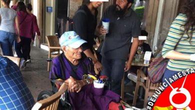 Photo of #Denunciamesta Vato usa abuelito en silla de ruedas para pedir dinero en Morelia Centro