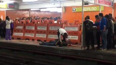 Photo of #Video Chavo Se Asoma Para Ver Si Venía El Metro Y Este Le Desfigura La Cara