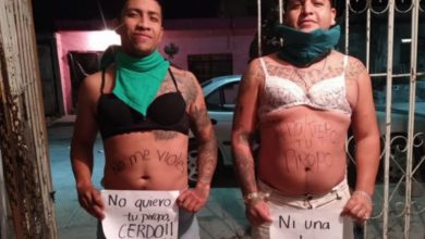 Photo of Dos Vatos Causan Polémica Al Disfrazarse De Feministas