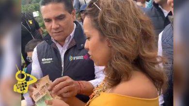 """Photo of Silvano Hace """"Vaquita"""" Para Comprar Cuadros Pintados Por Niños Con Discapacidad"""