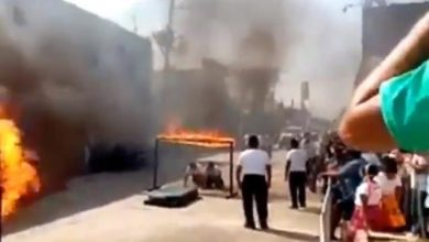 Photo of #Video Poli Falla En Acrobacia Con Fuego Y Termina Incendiándose En Pleno Desfile