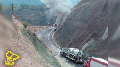 Photo of #Michoacán Otra Vez Vuelca Pipa Con Amoniaco En La Siglo XXI, Se Incendia
