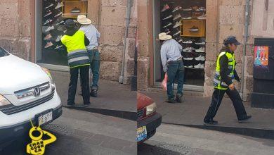 Photo of ¡Aplausos! Captan A Policía Moreliana Apoyando A Abuelito A Cruzar Avenida