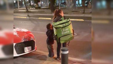 Photo of Pasa En México: Localizan A Repartidora Que Hace Entregas Con Su Hijo Para Regalarle Moto