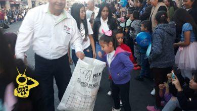 Photo of #Morelia A Papás Les Vale Y Compran Globo Para Que Niños Manden Cartita Reyes Magos