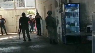 Photo of Pasa En Michoacán: A Empujones Y Mentadas Sacan A Guardia Nacional De Cuartel
