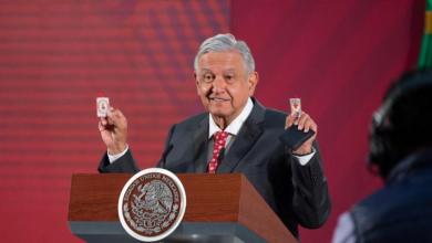 """Photo of AMLO Presume Amuletos: """"Detente Enemigo, Que El Corazón De Jesús Conmigo"""""""