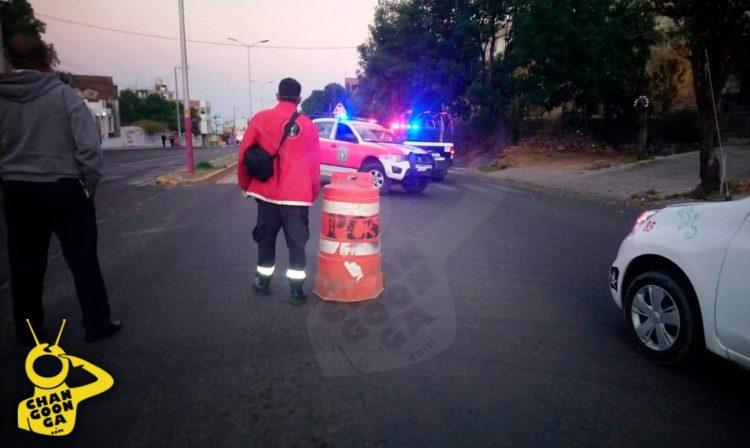 #Michoacán Tiran Cuerpo Sin Vida Afuera De Cuartel Militar