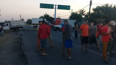 Photo of #Michoacán Reportan Bloqueo En Cuatro Caminos Por Campesinos