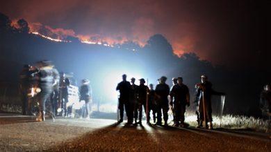 Photo of Brigadistas No Se Rinden: Pasan La Noche Combatiendo Incendio En Tacámbaro