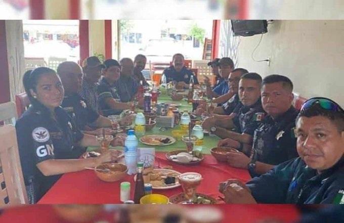 Cachan A Elementos De Guardia Nacional Comiendo Con Huachicoleros; Los Investigan