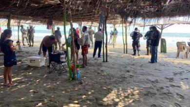 Photo of Chilangos Llegan A Playas De Acapulco A Turistear, Pero Policías Los Corren