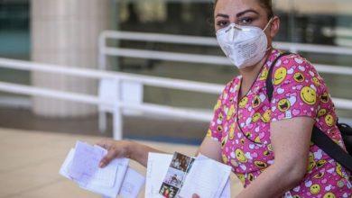 Photo of Margarita La Enfermera Que Lleva Cartas De Familiares A Pacientes Con COVID-19
