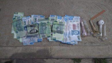 A la mujer se aseguró en posesión de la citada cantidad en billetes de distintas denominaciones