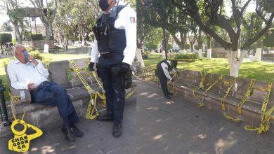 Policías Se Ponen A Cuidar Bancas Del Centro Para Que Morelianos No Se Sienten