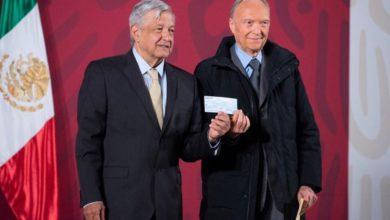 """Photo of Llama Loret De Mola """"Lord Montajes"""" A Fiscal Manero Por Entregar Cheque Sin Fondos A AMLO"""