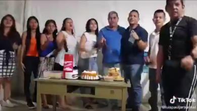 """Photo of #Video Familia Rompe Sana Distancia Y Se Graba """"Nosotros Confiamos En Dios"""""""