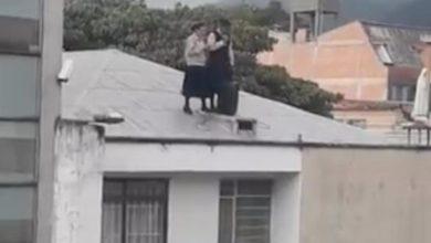 Photo of #Video Monjas Rezan A Todo Volumen Trepadas En El Techo Y Vecinos Se Quejan
