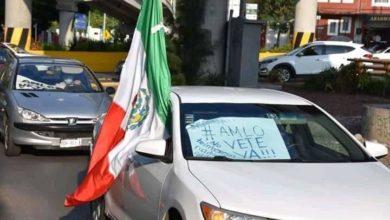 Photo of Caravana De Autos Se Manifiesta Afuera De Mañanera De AMLO; Exigen Renuncia