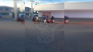 Photo of Combi Y Moto Colisionan, Hay Dos Mujeres Heridas