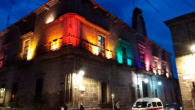 Photo of #Morelia Iluminan Palacio Municipal Con Colores De La Bandera Del Orgullo LGBT+