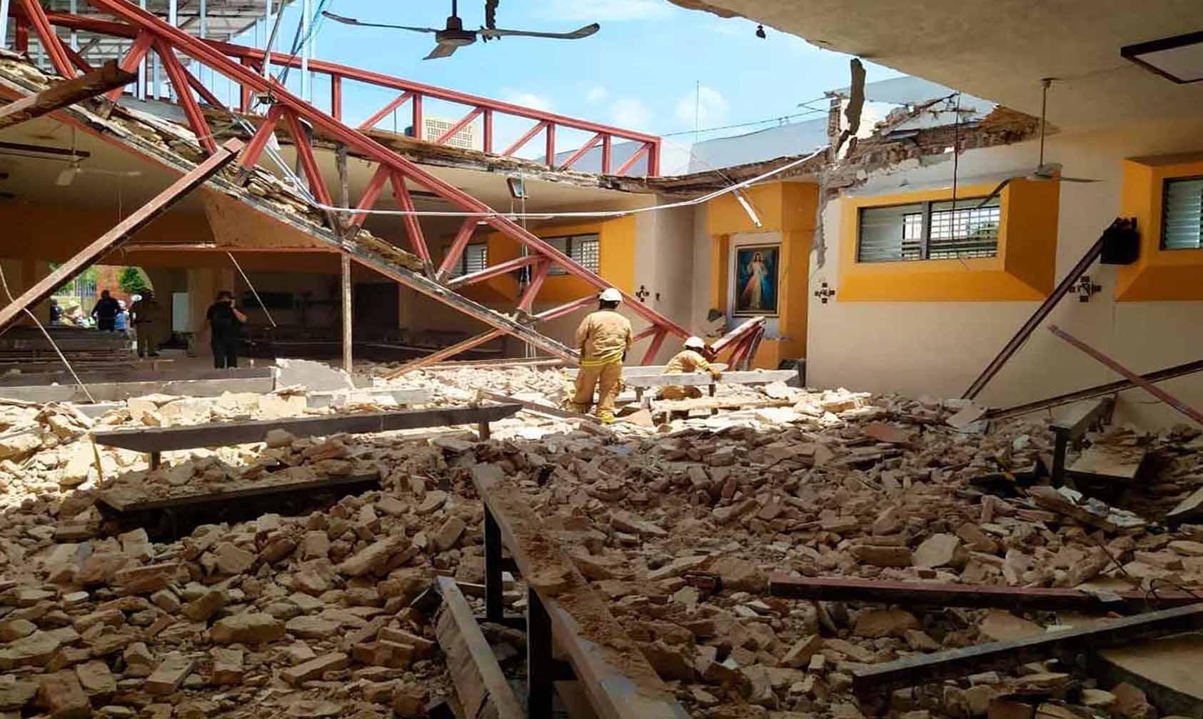 Pasa En México Se Cae Iglesia Y Deja 12 Heridos