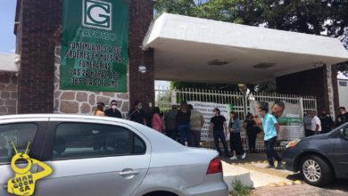 #Morelia Panteón Gayosso Cerrado Durante Día del Padre, Varias Personas en la Entrada