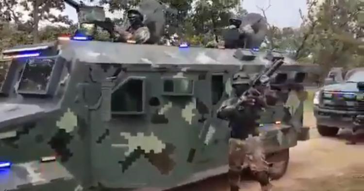 Circula Video Del CJNG Presumiendo Armas Del Ejército Y Trocas Blindadas