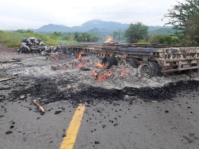 Domingo Violento: Bloquean Con Vehículos Incendiados Carretera De Buenavista