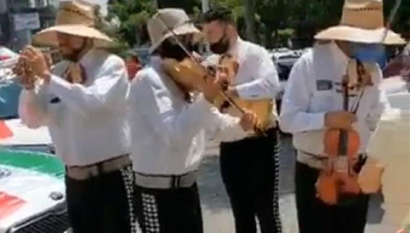 Photo of En Guadalajara Piden Renuncia De AMLO Al Ritmo Del Mariachi