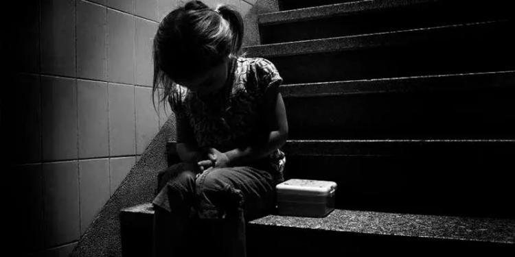 Encierra En Casa A Bebé De 3 Años Pa' Viajar Con El Novio, La Niña Muere; En Asia