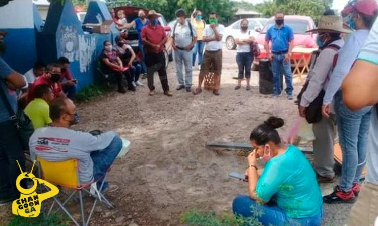 Profes Toman Casetas Y Se Manifiestan En LC: Ño Quieren Que Les Paguen Con Tarjeta