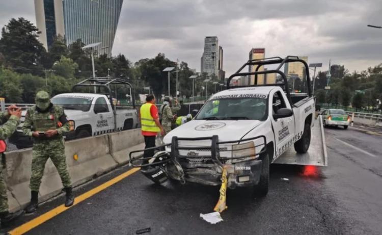 #Video Camioneta De Guardia Nacional Derrapa Y Elementos Salen Volando