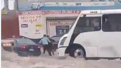 #Video Chofer Rescata A Familia De Morir Ahogada, Quiere Una Carnita Asada De Recompensa