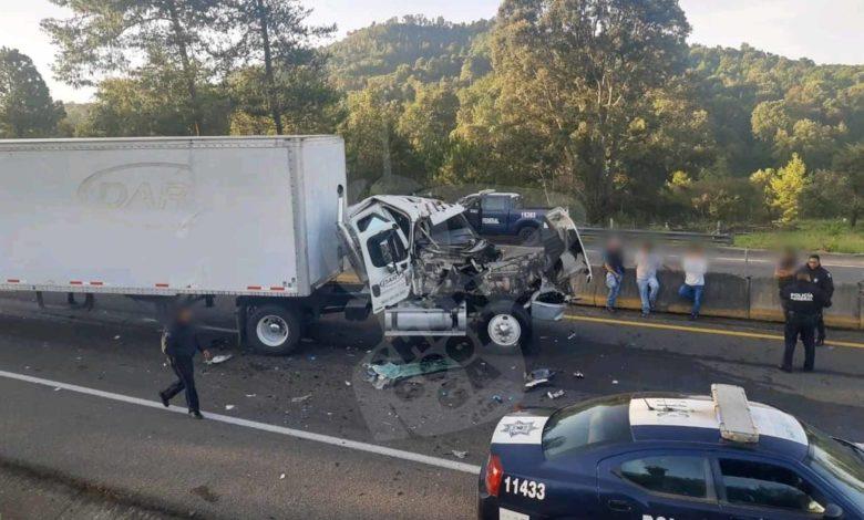 #Michoacán Tráiler Quedó Destrozado Tras Choque