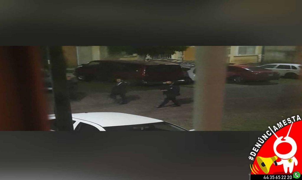 Photo of #Denúnciamesta Supuestos trabajadores del 'Exxxceso' y policías querían meterse a la fuerza a mi casa