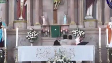 Photo of #Video Sacerdote Es Golpeado En Plena Misa En Ario De Rosales