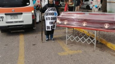 Photo of Con Todo Y Ataúd La Muerte Pasea En Lázaro Cárdenas Para Concientizar Sobre COVID-19