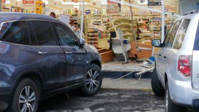 Photo of #Morelia Abuelito Destroza Entrada De Farmacia Gdl Al Querer Salir De Estacionamiento