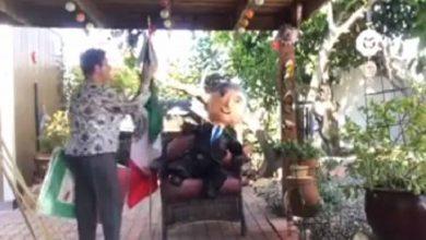 Integrante De FRENAAA Golpea Piñata De AMLO Y Le Pide Que Renuncie