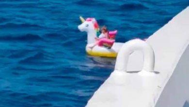 Photo of WTF: Niña Es Rescatada En Mar Abierto Gracias A Flotador De Unicornio