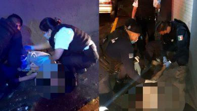 Photo of Polis Ayudan A Moreliano Que Estaba Tirado En La Calle Completamente Mojado