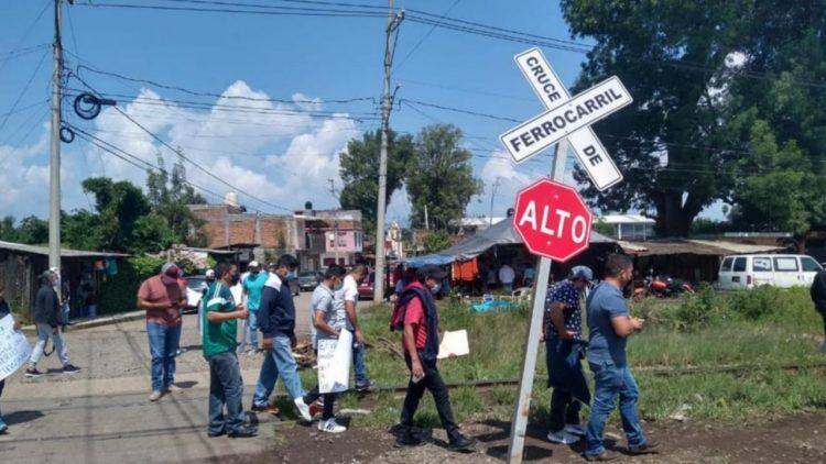 CNTE Vuelve A Tomar  Vías Del Tren En Michoacán
