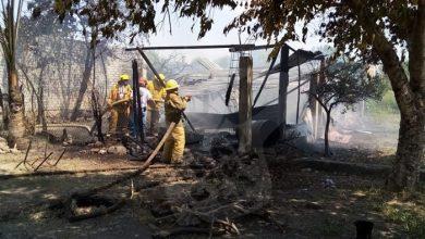 Photo of Sin Víctimas Incendio De Una Casa De Cartón En Apatzingán