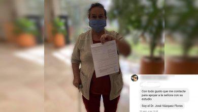 Photo of Doctor Moreliano Ayuda A Señora Que No Atendían En Hospital De La Mujer