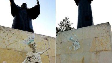 La Muerte Esta Cerca, Dejan Calavera De Yeso En Estatua Del Papa En Morelia