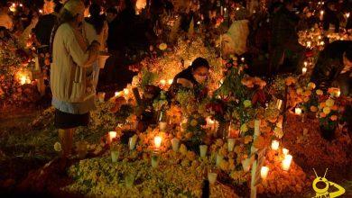 Photo of Sin Miedo Al COVID-19, Panteón de Tzurumutaro Lleno Noche de Muertos