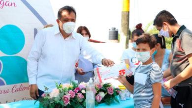 Photo of DIF Municipal Y Estatal Entregan Becas Académicas PAMAR En Apatzingán