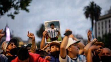 Photo of Fans Querían Robarse El Cuerpo De 'La Mano De Dios' Durante Su Despedida